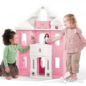 Трехэтажный игрушечный дом