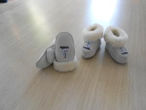 Ботиночки (тапочки) на меху и варежки