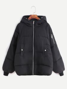Чёрная ватная куртка с капюшоном