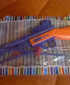 medium-пистолет с присосками