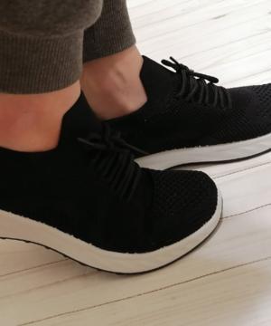 medium-кроссовки дышащие